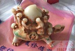 """一伙骗子街头""""做笼子"""" 老汉三千元买的""""玉乌龟""""是塑料品"""